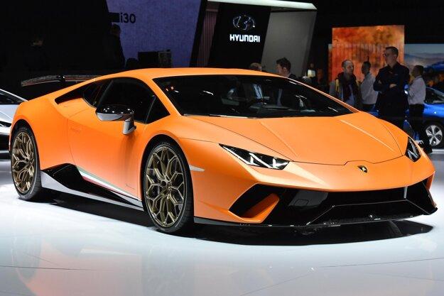 Superšportové Lamborghini Huracán Performante. Verziu Performante poháňa neprepĺňaný 5,2-litrový vidlicový desaťvalec, ktorého maximálny výkon je 470 kW.
