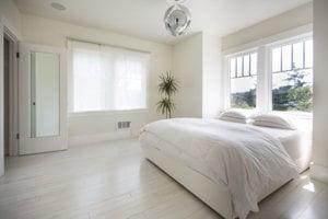 Minimalistická spálňa