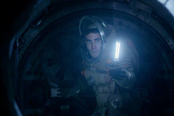 Jake Gyllenhaal vo filme Život.