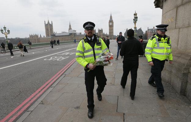 Polícia pri Westminstri.