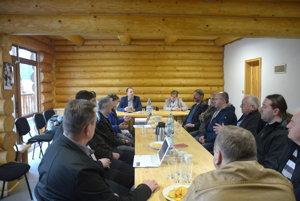 Stretnutie starostov malých obcí. Neformálne stretnutie starostov vStratenej – časti Dobšinská ľadová jaskyňa.