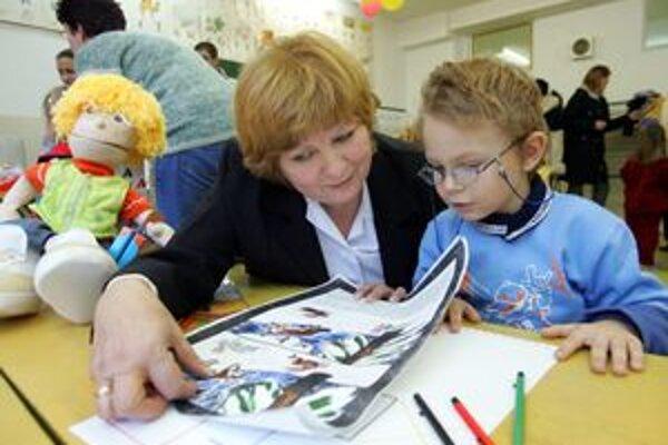 Mnohým deťom pri príchode do školy nerobí problém čítať či počítať.