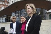 Ministerak Ruddová (vpravo) žiada prístup k správam.