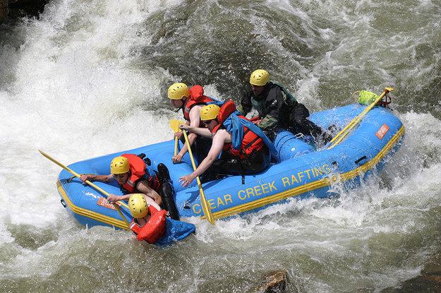 Nový Zéland ponúka napríklad jedinečný rafting divokej ľadovcovej rieky.