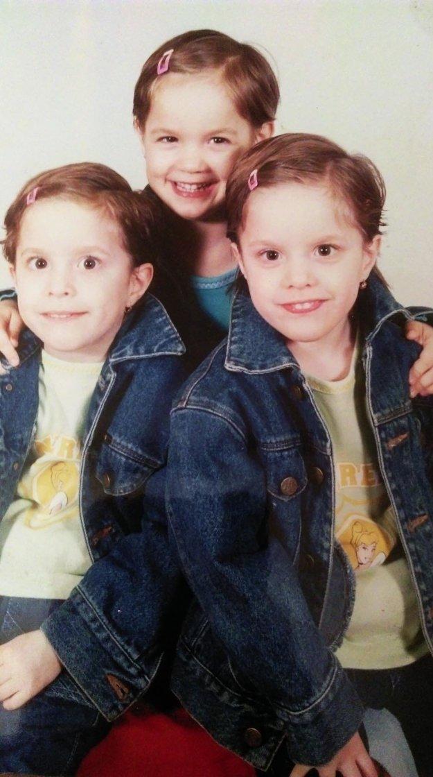 Trojičky ako malé školáčky.