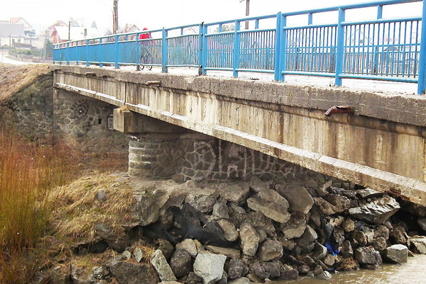 V najhoršom stave je most smerom do Sihelného.