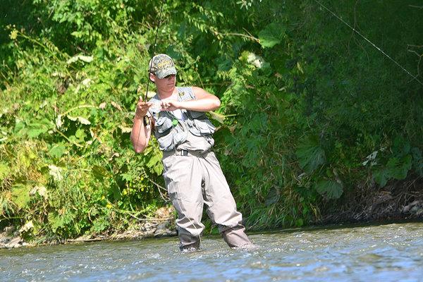 Rybári zorganizovali stretnutie pre kolísanie hladiny Oravy.