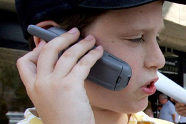 Telefonovaním na bezplatné čísla sa už deti tak často nezabávajú.
