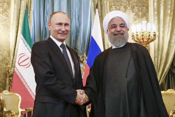 Hasan Rúhání a Vladimir Putin na spoločnom stretnutí.