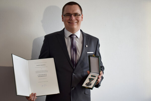 Martin Drobňák s ocenením.