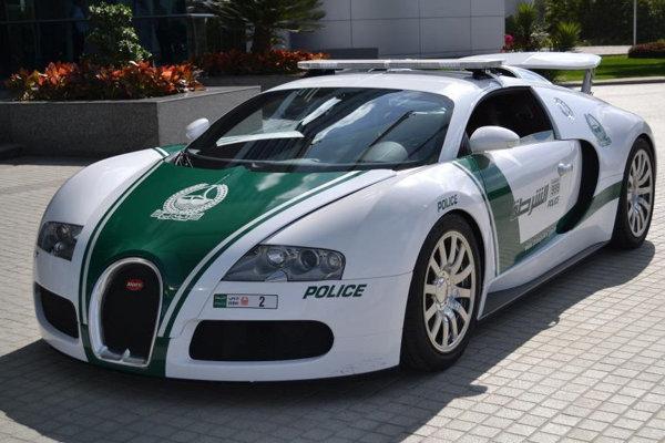 Bugatti Veyron v službách dubajskej polície. Veyron dubajskej polície bol nedávno zapísaný do Guinnessovej knihy rekordov ako  najrýchlejšie policajné auto sveta – jeho maximálna rýchlosť je 407 km/h