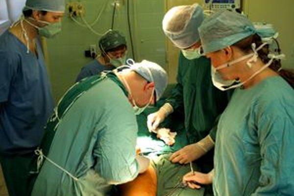 Slovenskí lekári operovali novou metódou prvýkrát v Bojniciach.