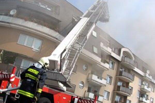 Požiare v bytoch vznikajú najčastejšie pri varení a fajčení.