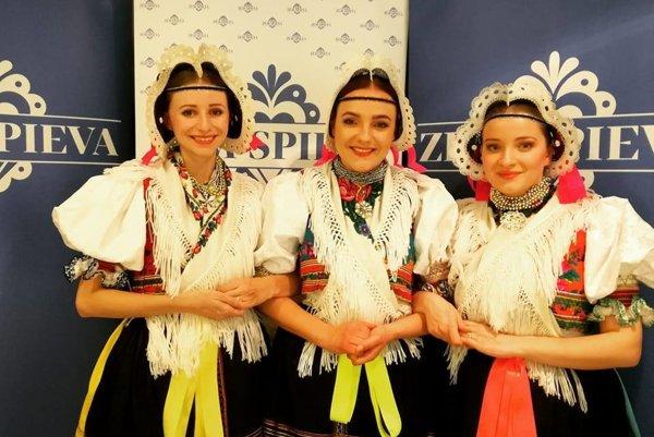 Rusínske trio. Dievčatá prezradili sladké tajomstvo. Už je z nich kvarteto, pretože jedna z nich, Dominika Novotná čaká bábätko.