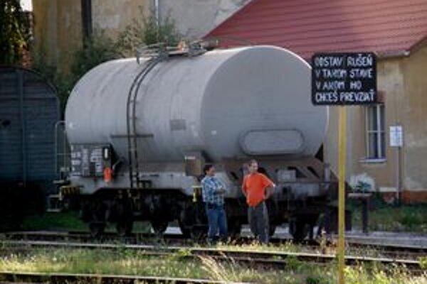 Cisternu strážili zamestnanci Carga.