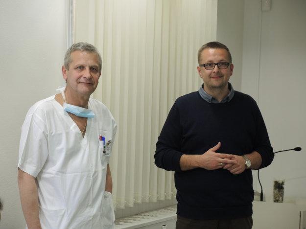 Primár ortopedického oddelenia Karol Gottschal (vľavo) aMiroslav Gajdúšek, poverený riadením nemocnice.