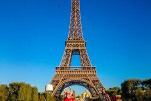 Raňajky v Paríži pri Eiffelovke.