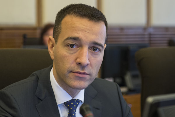 Minister zdravotníctva Drucker.