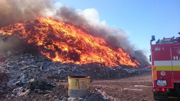 Rozsiahly požiar vyľakal Trnavčanov i ľudí z okolitých obcí.