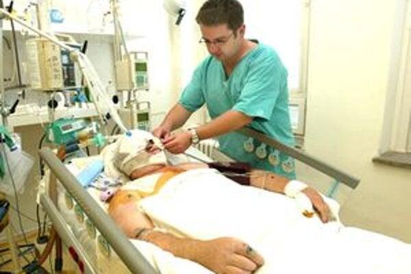 Ležiaci pacienti patria medzi ohrozené skupiny.