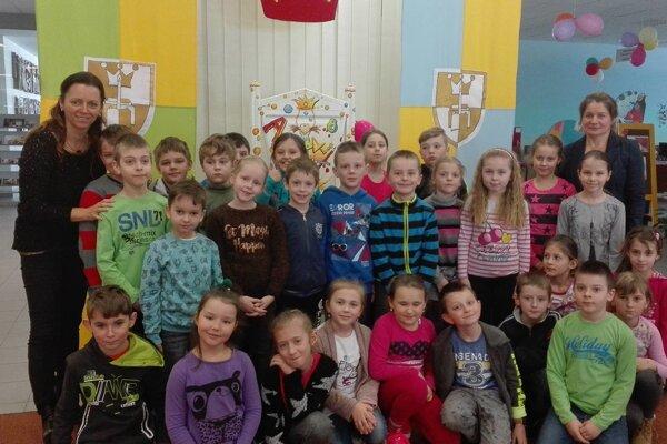 Spoločná fotografia žiakov z oZborova nad Bystricou.