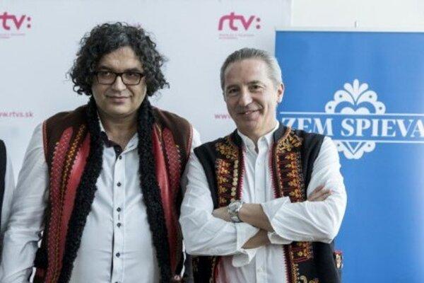 Peter Núňez (vľavo) s riaditeľom RTVS Václavom Mikom