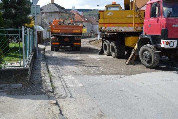 Ulica Pod Turíčkou - práce tu už bežia naplno.
