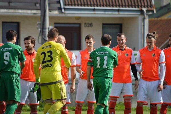 Tr. Stankovce (v oranžovom) strelili Domaniži päť gólov.