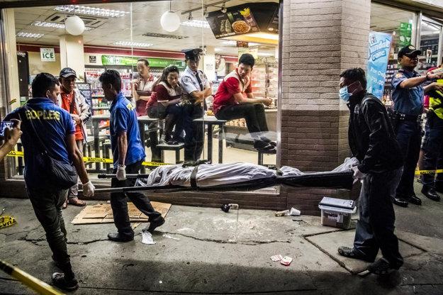 Pulitzerom ocenili sériu fotografií, ktoré ukazujú brutálny boj s drogami na Filipínach.
