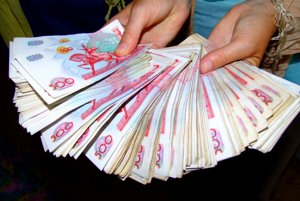 Každý má v Uzbekistane kopec peňazí.
