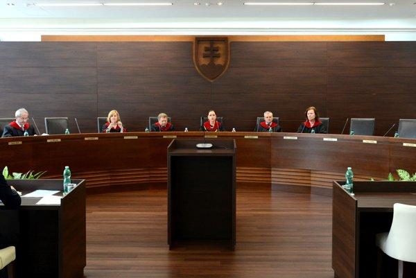 Predsedníčku ústavného súdu Ivettu Macejkovú vymenoval do funkcie exprezident a niekdajší predseda parlamentu za Vladimíra Mečiara Ivan Gašparovič.