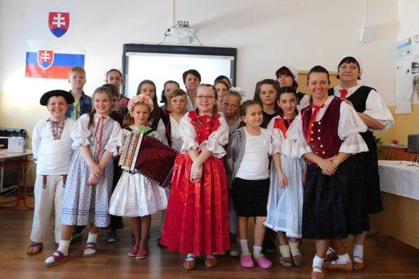 Spoločná fotografia súťažiacich.