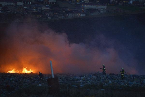 Hasiči bojovali s plameňmi.