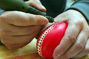 Počas Vítania jari v Bojniciach budú môcť ľudia sledovať aj zdobenie kraslíc.
