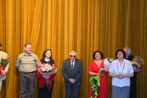 Zľava Peter Girman, režisérka Viera Krajčová, odchádzajúci režisér Július Galgan, Martina Lorincová, Mária Ruttkayová.