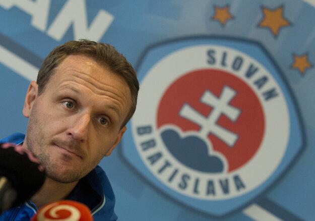 Podľa informácie denníka Daily Mail by sa Zolovým nástupcom mohol stať srbský tréner Ivan Vukomanovič.