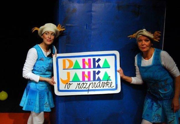 Herečka s kolegyňou Oľgou Schramekovou v hre Danka a Janka.