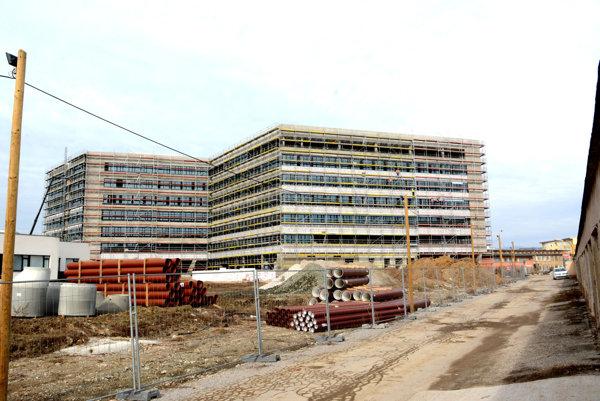 Marec 2017. Druhé bizniscentrum stavajú aj na parkovisku prvého.