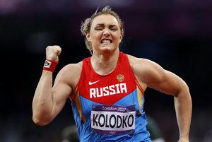 Trest dostala držiteľka striebra z Londýna vo vrhu guľou Jevgenija Kolodková.
