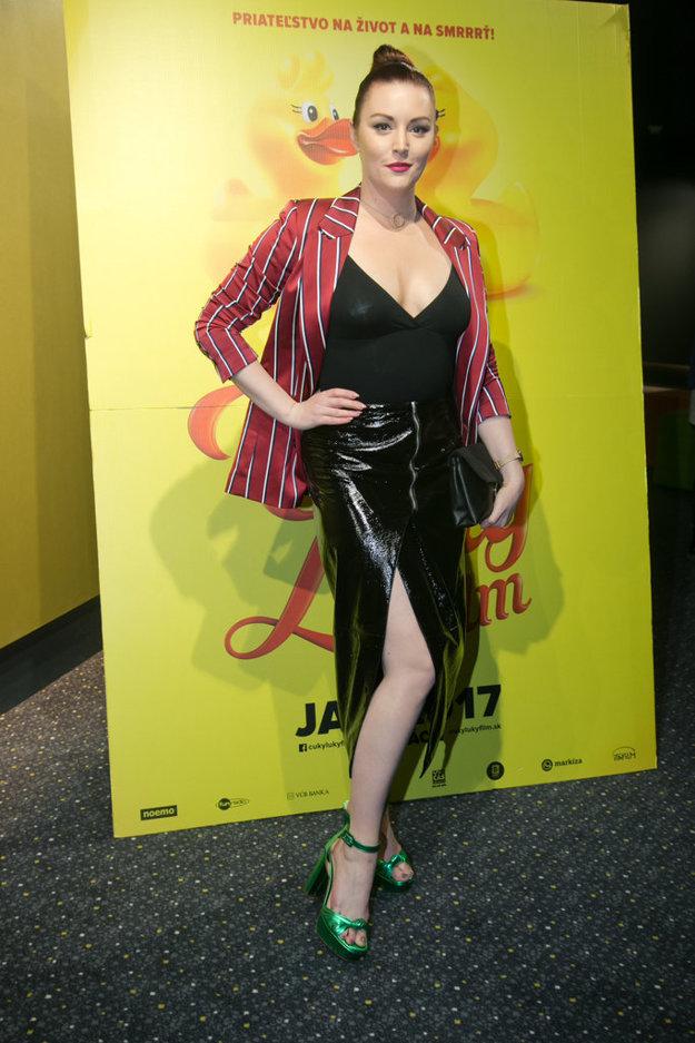 Hrala aj spievala. Barbora Švidraňová si vo filme zahrala a s Emmou Drobnou naspievala filmovú pieseň.