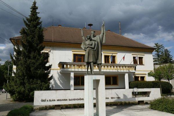Mestský úrad, pôvodne kúria Majtbéniyovcov.