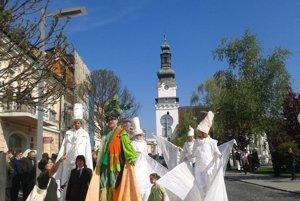 Sprievod mestom počas otvorenia Lesníckych dní pred rokom.