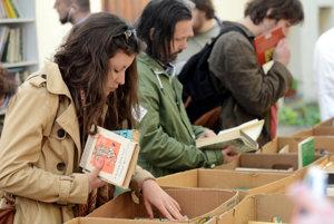 V Bratislave začala charitatívna akcia Bratislavská burza kníh knihy.