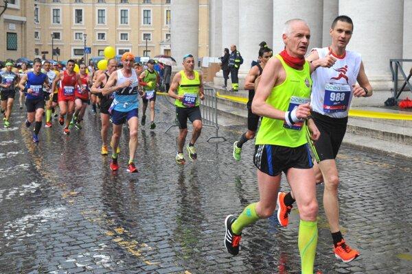 Ján Raclavský (vpravo) si urobil v Ríme osobný rekord.