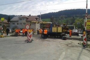 Železnice budú počas víkendu opravovať priecestie.