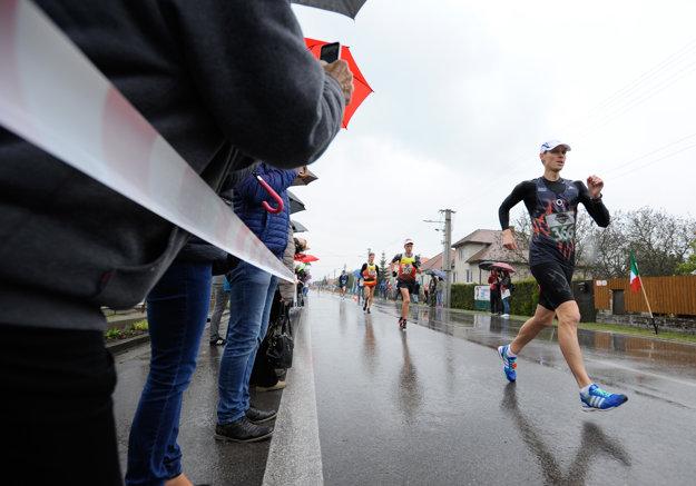 Atlét Matej Tóth počas pretekov 48. ročníka Záhoráckej dvadsiatky a M-SR v chôdzi mužov na 20 km.