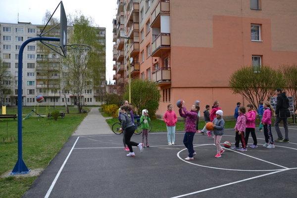 Výstavba športovísk vo vnútrobloku Osloboditeľov bola súčasťou prvej fázy projektu.