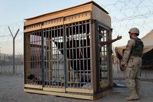 Časť mučenia sa odohrávala v irackom väzení Abú Grajb.