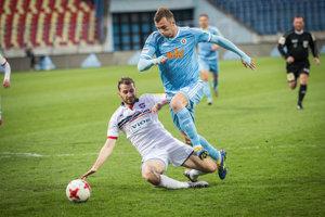 Aleksandar Čavrič (v modrom drese) možno nenastúpi v stredajšom zápase.