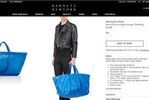 Kožená verzia známej modrej tašky.